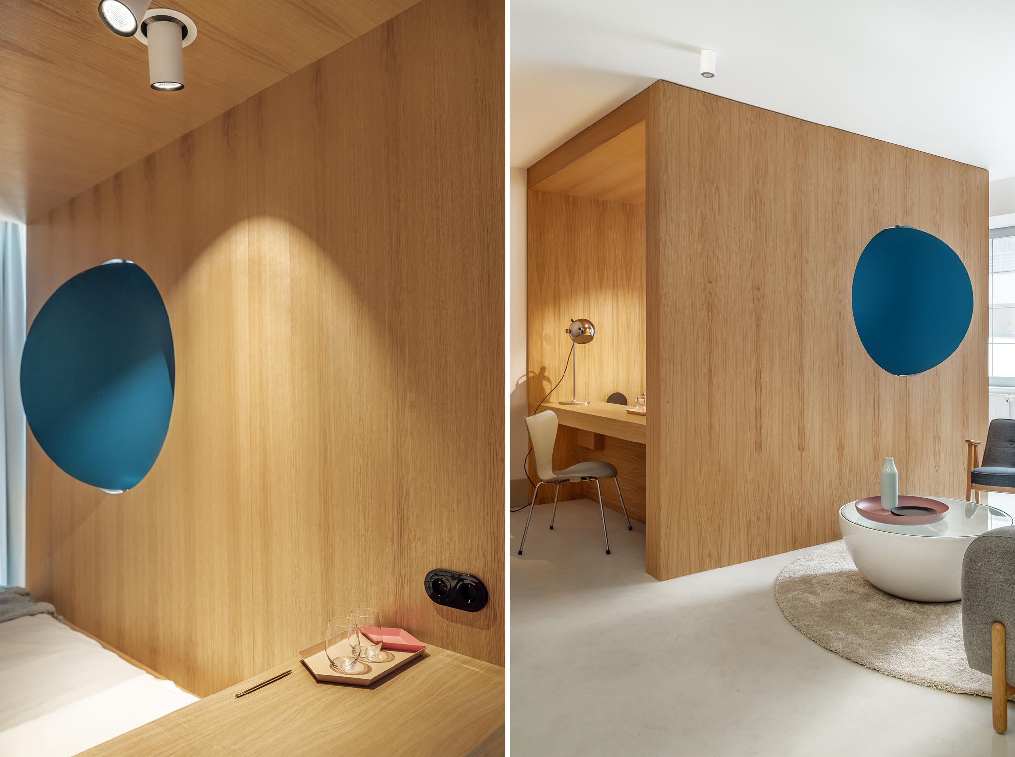 Małe przestrzenie: mikromieszkanie z drewnianym kubikiem w Gdańsku