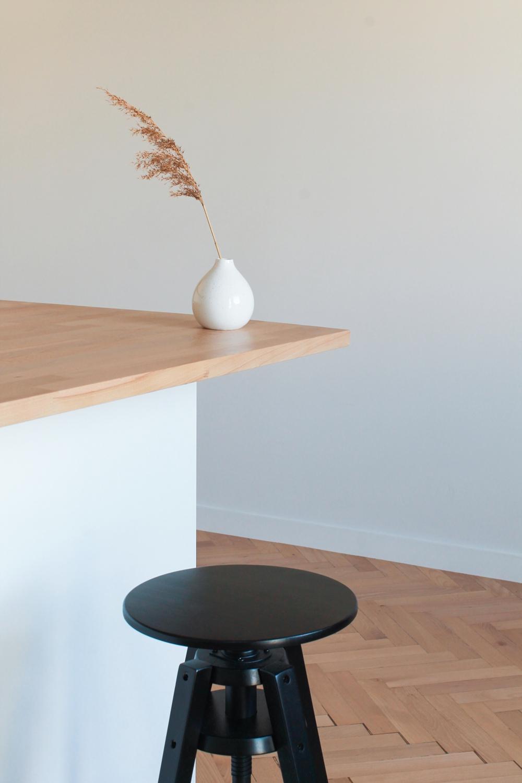 Małe przestrzenie: kawalerka w duchu less waste