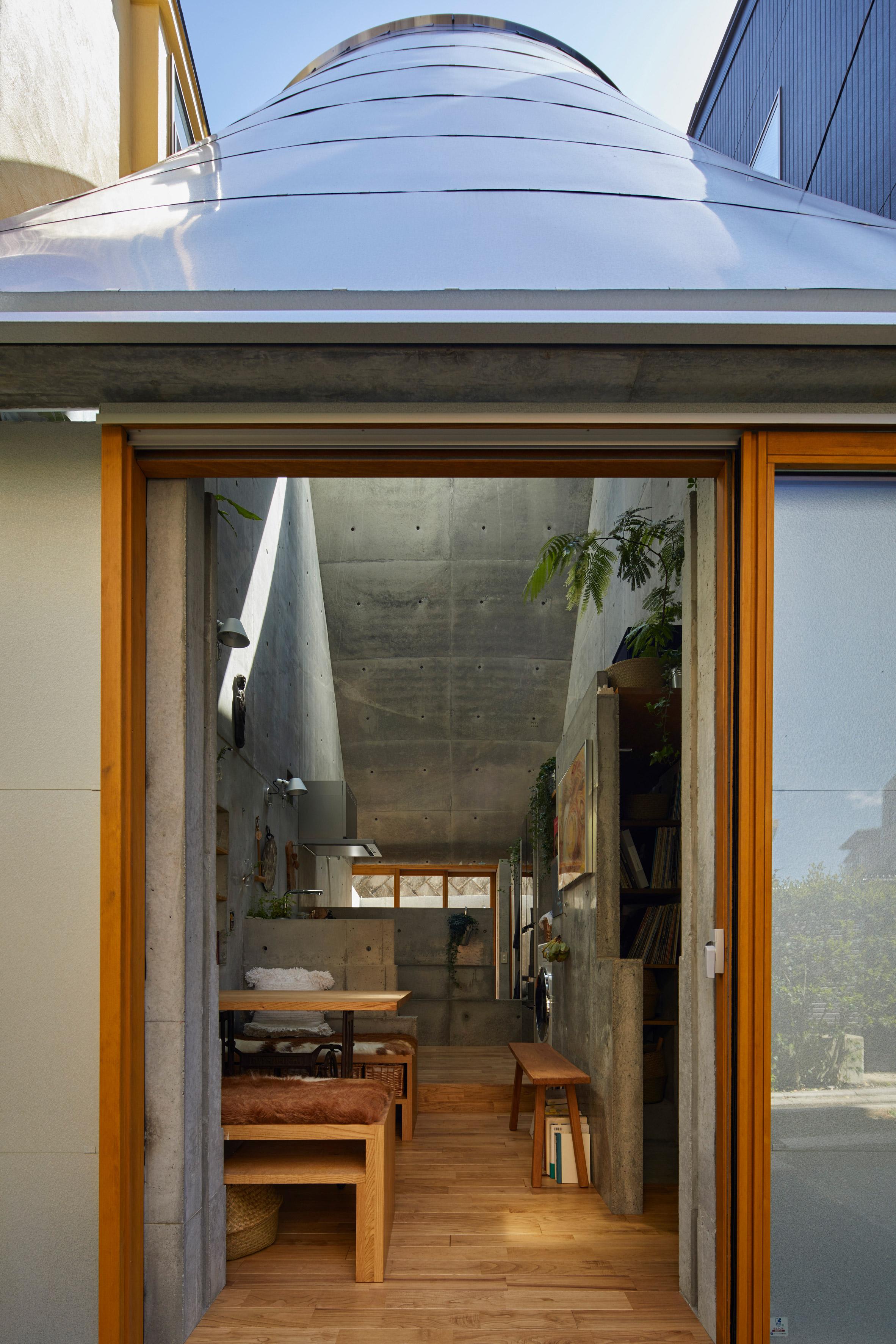 Małe przestrzenie: ten dom ma tylko 18 m², zaprojektował go japoński architekt